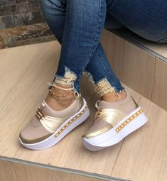 zapatos colombianos para damas( hechos en colombia) Pretty Shoes, Beautiful Shoes, Cute Shoes, Me Too Shoes, Wedge Ankle Boots, Shoe Boots, Shoes Sandals, Shoes Sneakers, Tenis Casual