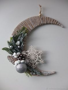 Video Tutorial: 'Fairy Tale Moon' Christmas Composition, фото № 2 Handmade Christmas Crafts, Christmas Mesh Wreaths, Handmade Christmas Decorations, Christmas Wood, Xmas Crafts, Diy Christmas Ornaments, Christmas Placemats, Christmas Cards, Holiday Decor