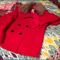 ❄️Gorgeous red Peacoat❄️ Beautiful jacket.  Wool blend with detachable faux fur collar.  NEVER WORN.  awesome piece for the holidays! Banana Republic Jackets & Coats Pea Coats