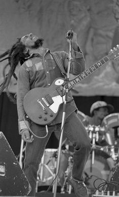 February Bob Marley Is Born On this day in Nesta Robert Marley was born in Jamaica. Bob Marley became famous for infusing social issues into his lyrics. Although his life was cut short. Image Bob Marley, Bob Marley Love Quotes, Bob Marley Pictures, Peter Tosh, Dancehall Reggae, Reggae Music, I Love Music, Music Is Life, Soul Music