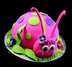 Giant Ladybug cake... so going to do this for one of haileys birthdays! too cute.... probably expensive though!