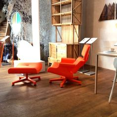 The orange Mal 1956 is a tribute to the work of Ray and Charles Eames. This chair will make every interior look cooler! Orange is the new black!