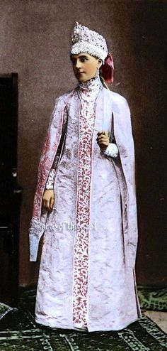 Princess Marie Obolenski at the Winter Palace Costume Ball of 1903. by ~VelkokneznaMaria on deviantART: