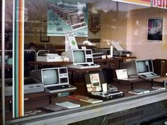 Interesting Photos of Computer Stores in the 1970s and '80s