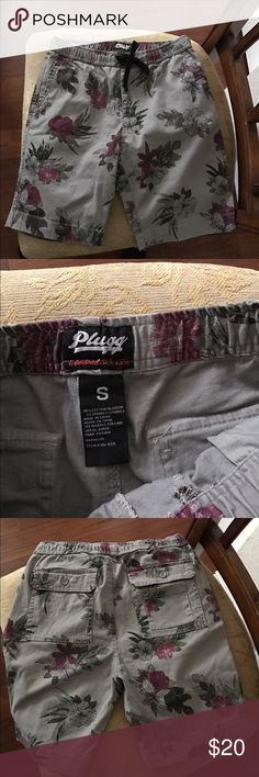 Guy shorts Like new, excellent condition! Size small Shorts Cargo