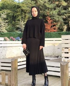 Modest Fashion Hijab, Modern Hijab Fashion, Street Hijab Fashion, Tokyo Street Fashion, Casual Hijab Outfit, Hijab Fashion Inspiration, Hijab Chic, Hijab Dress, Abaya Fashion