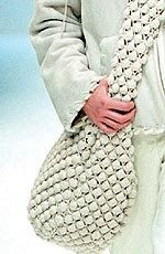 Bolsa Paco Rabbane    MATERIAL Lã merino (semigorda ?), 900 g na cor crua. 1 botão grande. Agulha de crochet Nº 4.  PONTOS EMPREGADOS Corr...