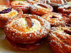 Omlós fahéjas-szilvás mini piték Eat Pray Love, Hungarian Recipes, Sweet And Salty, Winter Food, Doughnut, Minion, Muffin, Food And Drink, Cooking Recipes