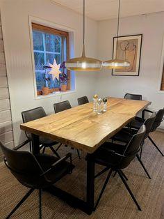 Tuppireunaiset 6cm paksut mäntylankut metallijalkaisessa pöydässä Dining Table, Modern, Kitchen, Furniture, Home Decor, Trendy Tree, Cooking, Decoration Home, Room Decor