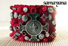 Brazalete San Benito Rojo. Materiales Tejido a mano por Samayana, $47.50