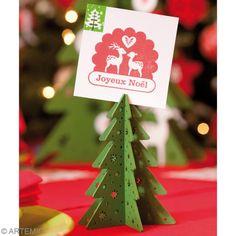 Afficher l'image d'origine Deco Table Noel, Photos, Christmas Ornaments, Holiday Decor, Home Decor, Cheap Christmas, Christmas Tabletop, Green, Red