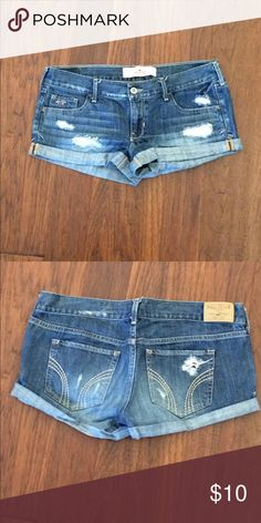 Jean boyfriend shorts with tips Hollis tee brand boyfriend shorts with rips. Loose fit is super comfortable in the summer! Hollister Shorts Jean Shorts