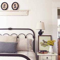 10 Guest Bedroom Essentials