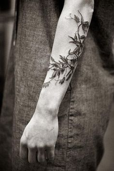 flower-plant-botanical-tattoos-alice-carrier-16