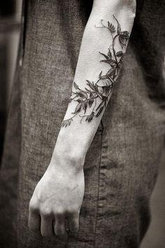 flower-plant-botanical-tattoos-alice-carrier-16