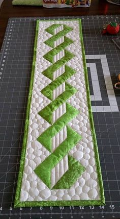 pebble quilting on table runner