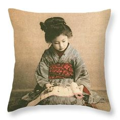 girl, practicing calligraphy (Japan, circa Meiji established schools for everyone. Japanese Geisha, Japanese Beauty, Japanese Kimono, Japanese Girl, Vintage Japanese, Japanese Photography, Old Photography, Old Pictures, Old Photos