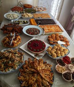 21+ Dinner Party Buffet Table