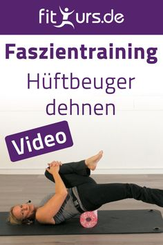 Hüftbeuger dehnen mit der Blackroll Learn in this short video how to properly stretch the hip flexor and get rid of back pain. The hip flexor is constantly pinched and shortened by sitting for a long Fitness Workouts, Easy Workouts, Yoga Fitness, Fitness Motivation, Health Fitness, Pilates Workout Videos, Pilates Training, Video Fitness, Pilates Video