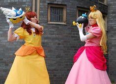 Mario Princess cosplay.  Princess Peach vs Princess Daisy