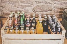 wooden crate/box. caja de madera. wedding. boda. decoration. decoración. party. fiesta. drinks. bebidas. cool.