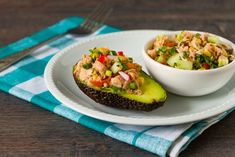 This Healthy Tuna Stuffed Avocado is filled with a flavorful southwest mixture of tuna, bell pepper, jalapeno and cilantro. It is the perfect healthy lunch. Healthy Tuna, Healthy Salmon Recipes, Tuna Recipes, Dinner Healthy, Salad Recipes, Fast Dinners, Quick Meals, Quick Recipes, Summer Recipes