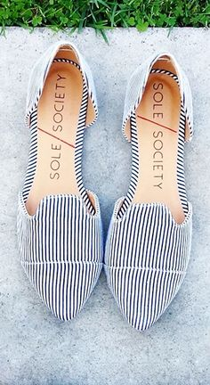 Stripes pointed loafers