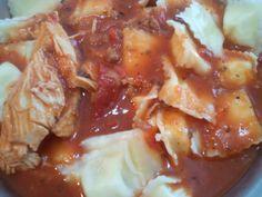 Ravioles de ricota con estofado de pollo.
