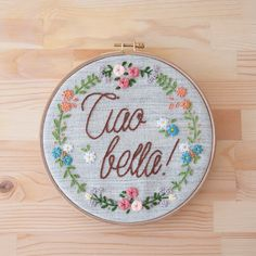 This embroidery work comes framed by wooden embroidery hoop or synthetic hanging frame in 20 cm diameter.  We can customise:  - Colours - Quote - Name -