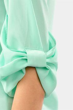 Most Beautiful Sleeve Designs Kurti Sleeves Design, Sleeves Designs For Dresses, Sleeve Designs, Blouse Designs, Fashion Details, Diy Fashion, Womens Fashion, Fashion Design, Pastel Fashion