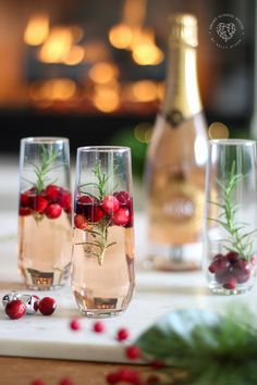 Aperitif with nuts - Clean Eating Snacks Christmas Party Ideas For Teens, Christmas Rose, Christmas Party Games, Christmas Cocktails, Christmas Appetizers, Holiday Drinks, Christmas Treats, Christmas 2019, Holiday Recipes