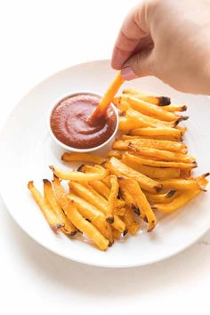 Keto French Fries Recipe + Video - the BEST low carb vegetable to use to make low carb french fries! Only 5 net carbs! Paleo, gluten free, grain free, dairy free, sugar free, vegan, clean eating, real food. #keto #whole30 #fries #frenchfry Paleo Recipes, Real Food Recipes, Skillet Recipes, Ketogenic Recipes, Pizza Recipes, Recipes Dinner, Ketogenic Diet, Grain Free, Dairy Free