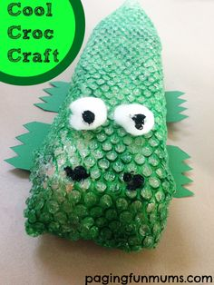 Cool Croc Craft for Kids! This cute creature is made from an Egg Carton! Awesome!  #kidscraft #preschool #animalcraft