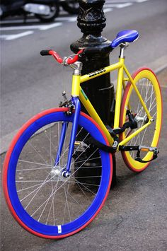 Colorblock bicycle in primary colors. Bicycle Art, Bicycle Design, Cycling Art, Cycling Bikes, Cool Bicycles, Cool Bikes, Bici Fixed, Urban Bike, Fixed Gear Bike