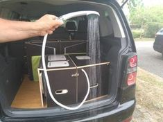 Les kit Nomad Addict permettent de transformer et aménager votre véhicule voiture ou fourgon en mini camping-car. C'est la solution idéale pour installer un lit, camper et dormir dans sa voiture ou son fourgon aménagé. Nos kits de camping pour voiture sont entièrement amovibles en quelques minutes. Le Kit Nomad Douchette électrique