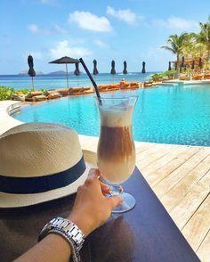 Café da manhã com vista para a piscina considerada a MAIS BONITA DO MUNDO! @hotelchristopherstbarth  #FHitsStBart #STBARTH #SBH @fhits @conexaodestinos