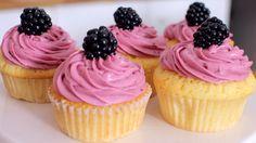 Zitronen-Brombeer-Cupcakes
