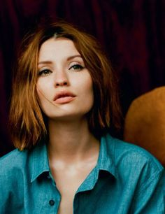 Emily Browning sports both a fantastic hair color and a very flattering haircut with a razored finish through the ends. Thus, styling it straight or with a light natural wave, she gets a versatile 'do with wonderful texture and perfect shape.