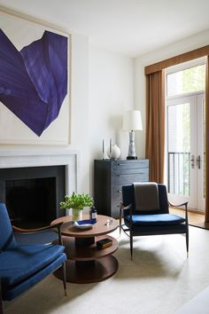 """Eric and Charles wanted a home where the art came first,"" John Gachot, one of the designers said. ""It was all about form, light, material, and space—even the furniture was treated like art."" #hometour #newyorkhome #modern #interiordesign #homeware #elledecor"