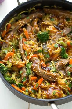 A one skillet, simple beef chow mein stir fry with lots of veggiesand an easy stir fry sauce.You can substitute chicken in place of the beef if desired. Happy Monday to everyone! How was yourweekend? We had a nice long weekend thanks to Independence Day! The husband got off an extra day of work and...