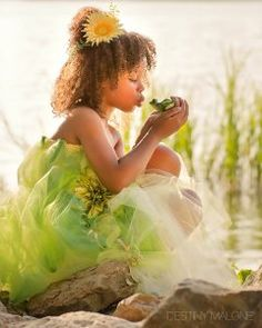 how perfect is this? Tiana princess and the frog photoshoot for little girls  (c) Destiny Malone Photography, Rowlett, TX