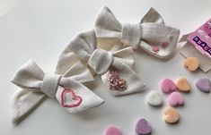 Love is in the air! How cute are these hand embroidered Valentine's Day bows? Diy Embroidery For Beginners, Hand Embroidery Flowers, Diy Hair Bows, Hairpin, Baby Bows, How To Make Bows, Diy Hairstyles, Hair Ties, Headbands