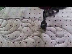 Small Curvy Feather Border free motion quilting longarm hand guided Gammill Vision non-computerized - YouTube