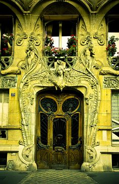 Art Nouveau Doorway in Paris Cool Doors, The Doors, Unique Doors, Windows And Doors, Door Knockers, Door Knobs, Art Deco, Planer Layout, When One Door Closes