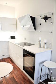 keittiö,viinikaappi,keittiön sisustus,moderni sisustus,moderni keittiö,valkoinen keittiö New Homes, Kitchen Design Styles, Decor, Apartment, Furniture, Kitchen, Home, Kitchen Design, Home Decor