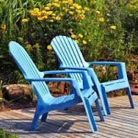 """Relookez vos vieilles chaises en plastique avec la """"box Plastique"""" à utiliser sur des salons de jardin"""