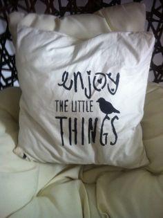 coussin écru en coton  dessin au pochoirs # lilisapimce