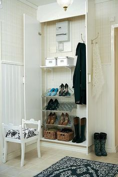 entrada .. entrance  Has it all - electricity panel, shoes, hooks for jackets/coats, key box- add a place for bags