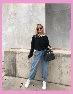 35 Ways to Style Casual Minimalist Jeans - How to wear Mom jeans, Straight leg - Carpets Mag Mode Outfits, Retro Outfits, Cute Casual Outfits, Fall Outfits, Vintage Outfits, Casual Boots, Summer Outfits, Teenage Outfits, Sporty Outfits