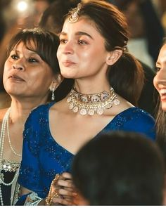 Alia Bhatt Gets Teary Eyed and All Emotional At Bestie's Wedding - HungryBoo Indian Celebrities, Bollywood Celebrities, Bollywood Actress, Bollywood Stars, Bollywood Fashion, Alia Bhatt Saree, Alia Bhatt Photoshoot, Alia Bhatt Cute, Beautiful Indian Actress